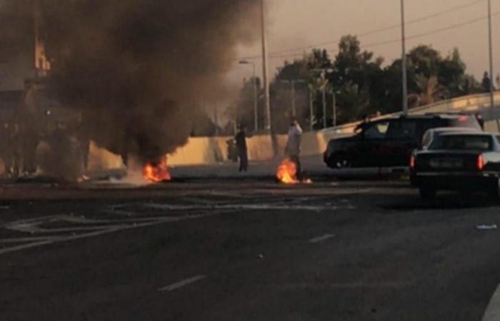 إنهيار الليرة اللبنانية يعيد الاحتجاجات إلى الشارع
